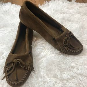 Minnetonka NEW brown suede moccasins